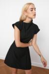 Черна плисирана рокля