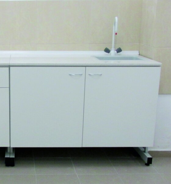 Лабораторна маса 1200х600х900mm, с две врати и мивка композитна