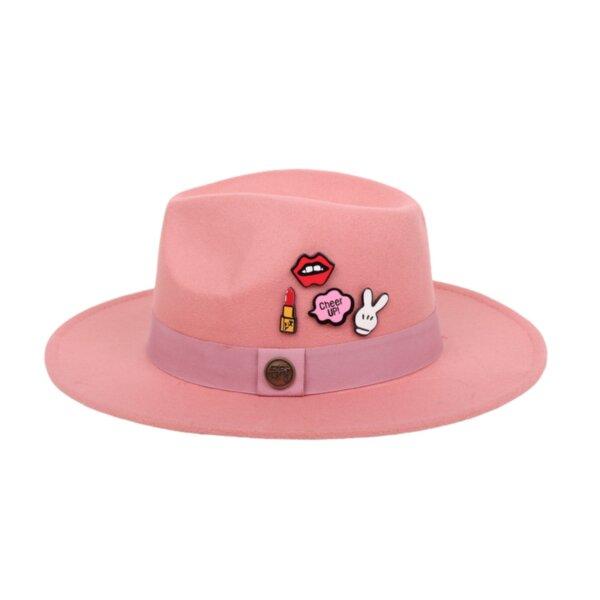 Защо шапката Федора е модерна и какво да носите с нея?