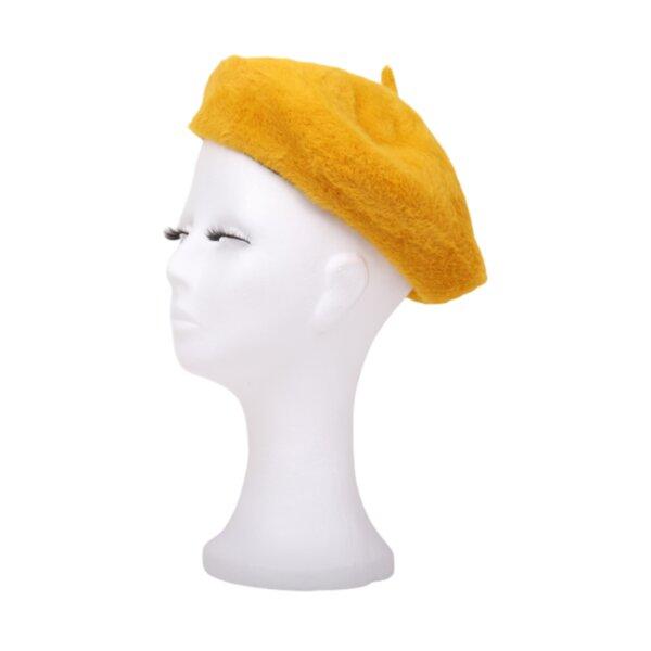 Жълта пухкава барета барета