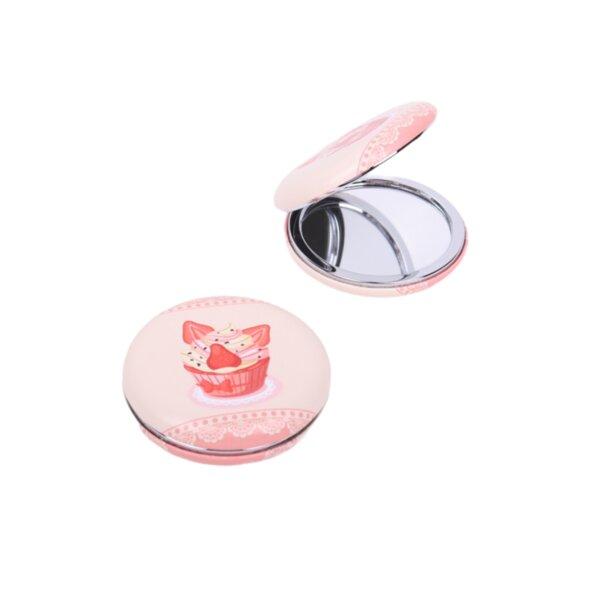 Джобно огледало с кексче с ягоди