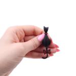 Брошка черна котка с висяща опашка