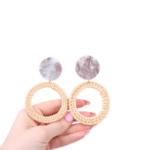 Обеци от ратан със сив кръг