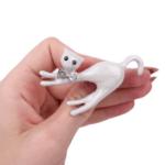 Брошка бяло коте с папионка