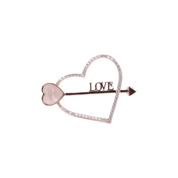 Брошка златисто сърце със стрела и надпис LOVE