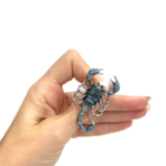 Брошка син скорпион