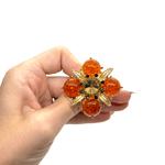Брошка златисто цвете с кехлибар