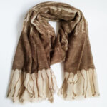Дамски шал с принт - кафяв