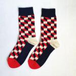 Дамски шарени асиметрични чорапи