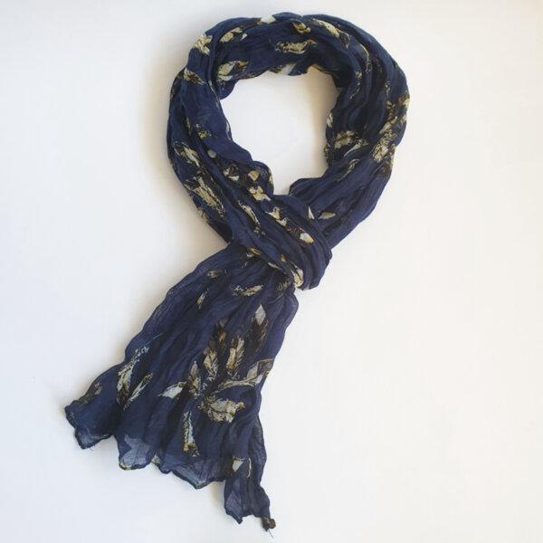 Дамски шал на цветя в тъмносиньо