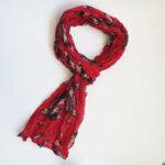 Дамски шал на цветя в червено