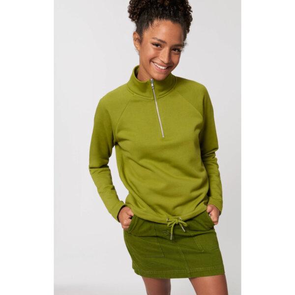Дамска блуза с висока яка и половин цип