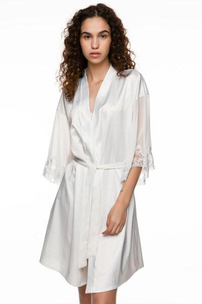 Satin robe бяла с прозрачни ръкави мек тюл и бродерия