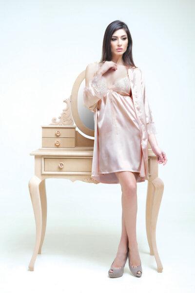 Пастелно розово кимоно сатен и chantilly бродерия