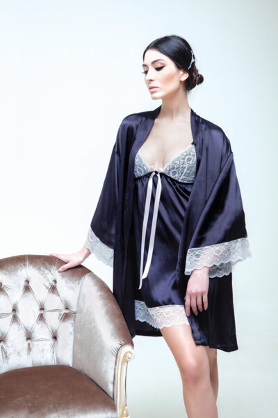 Loungewear тъмносин сатен с дантела цвят слонова кост