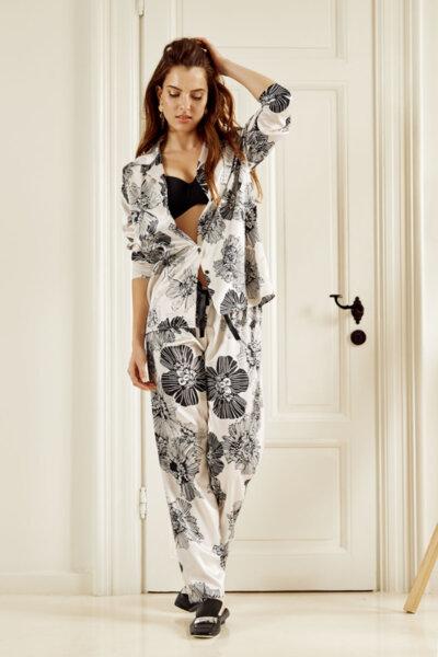 Satin pyjama телесен цвят с черни цветя