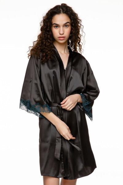 Satin robe черна с тъмносиня бродерия на ръкавите