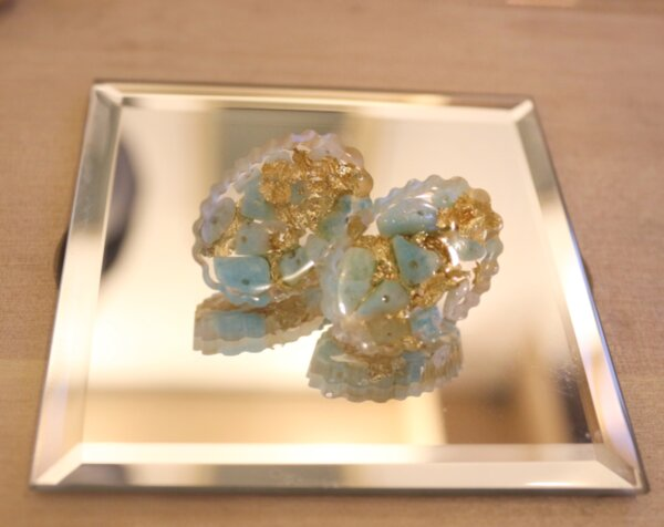 Обеци с естествени камъни, кристали и смола