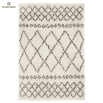 Шаги килим в черно и бяло