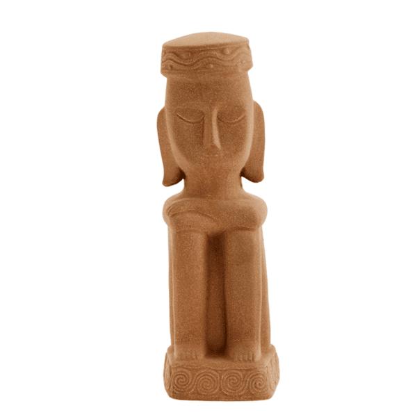 Каменна статуетка в ръждивокафяво