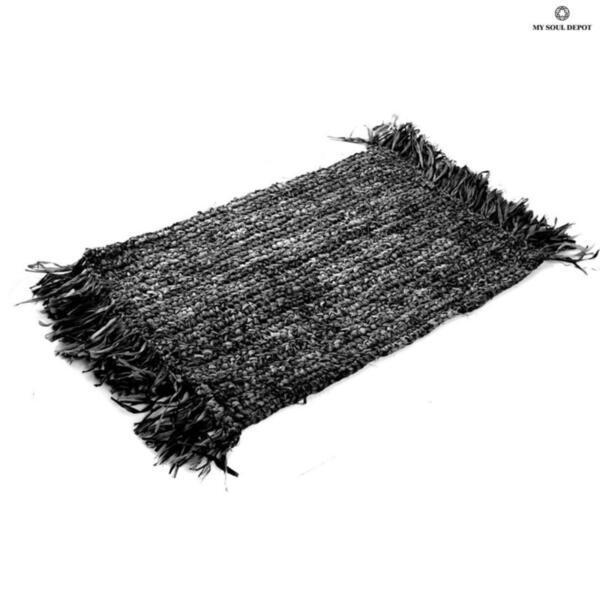 Правоъгълна подложка за хранене с ресни - черен цвят
