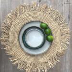 Кръгла подложка за хранене с ресни - естествен цвят