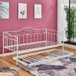 Разтегателен диван / Спалня