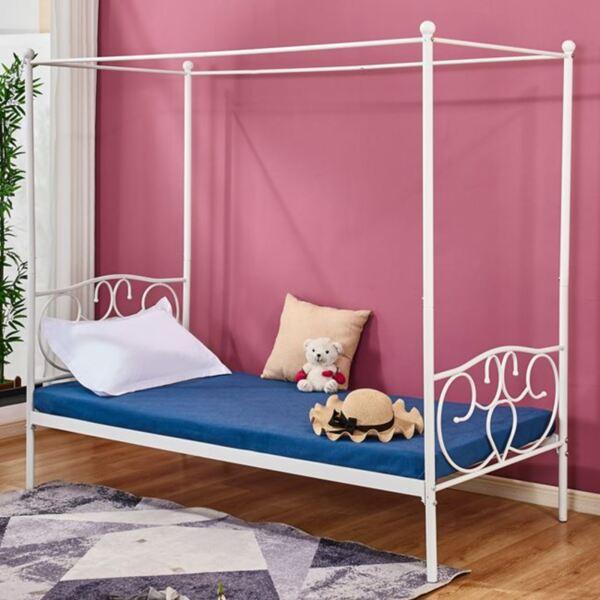 Метална спалня с бял цвят