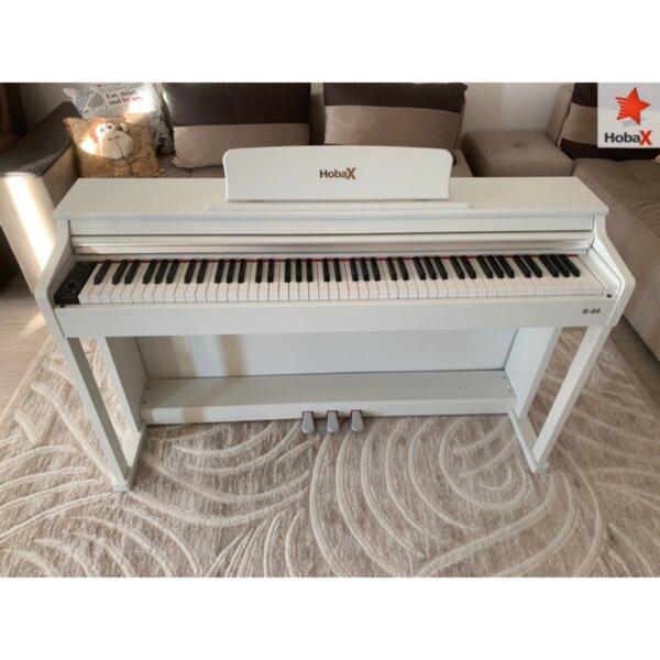 Дигитално пиано Hobax B-88, БЯЛ цвят, 88 клавиша HAMMER ACTION тежка клавиатура, 7 октави, 8 звуци, 128 ритми, с тройна педалиера. +2 ПОДАРЪКА – слушалки и стикери за клавиши