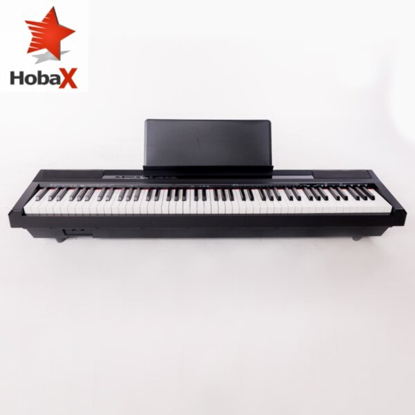 Разопакован продукт - Пиано HOBAX S-192, 88 клавиша, HAMMER ACTION тежка клавиатура 7 октави, 8 звуци, 128 ритми, стойка за ноти, SUSTAIN педал + 2 ПОДАРЪКА - слушалки и стикери за клавиши