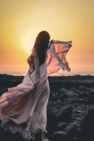Копринените шалове и модерният танц