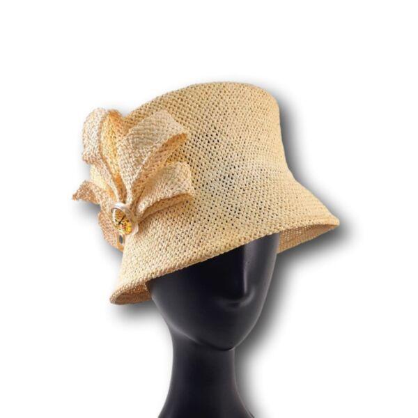 Елегантна шапка с малка периферия