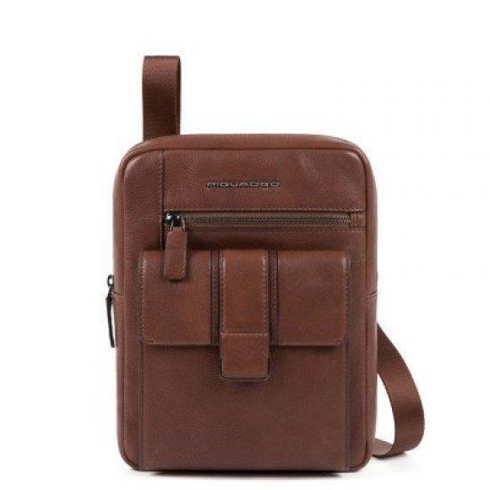 Вертикална чантичка за рамо Piquadro Kobe с отделение за iPad MINI, MINI 2, iPad MINI 3, кафява