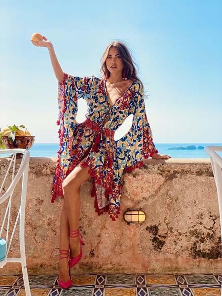 Къса рокля с V-образно деколте AC025 Moda di Napoli