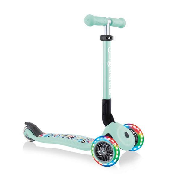 Тротинетка със светещи колела Globber Junior Fantasy Lights, ментово зелена