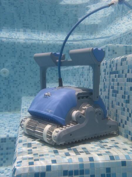 Dolphin M400 (M4) - Робот за басейни с дължина до 12 м.