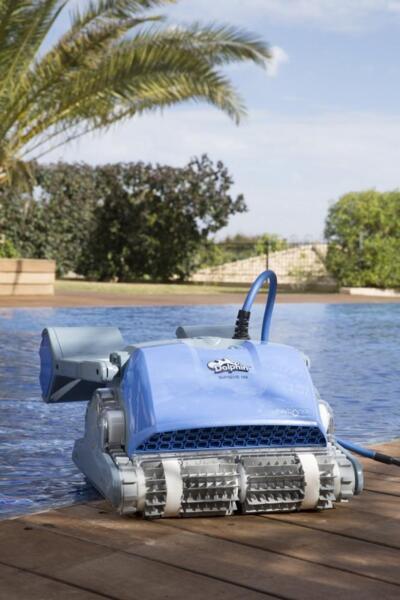 Dolphin M500 (M5) - Робот за басейни с дължина до 12 м.