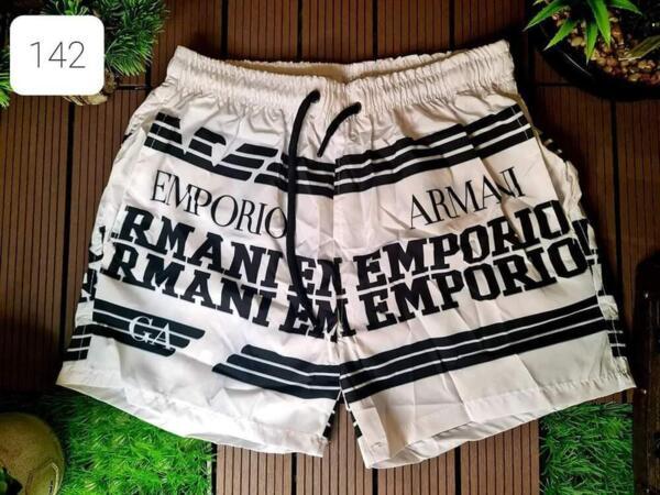 kurze Hose Armani in Weiß und Schwarz