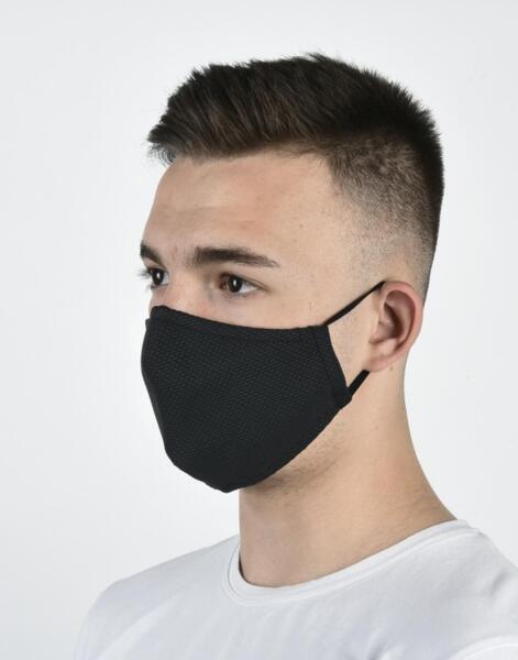 Унисекс двуслойна маска с метален стек