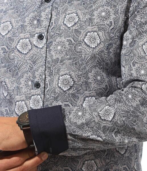 Елегантна риза с ефектни  мотиви