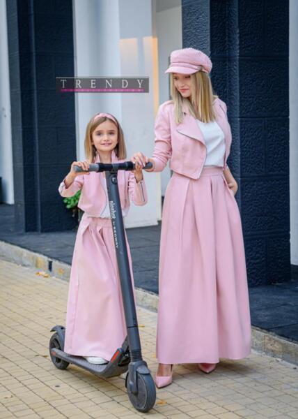 Дамска пола в розово