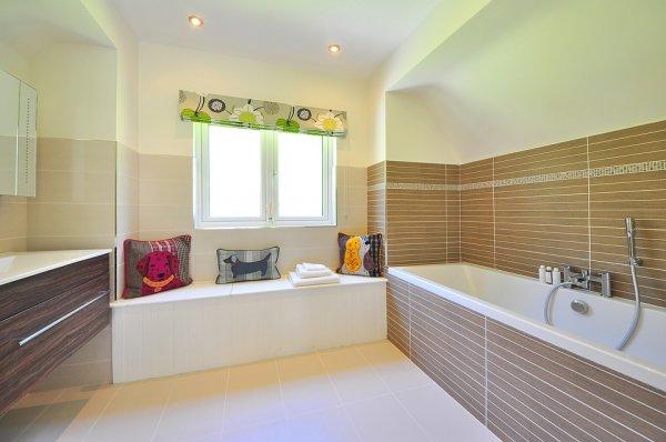 Комплексно почистване на баня в София