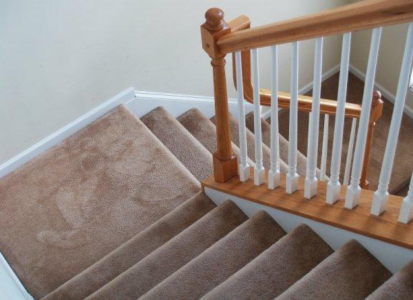 Почистване на стълбища