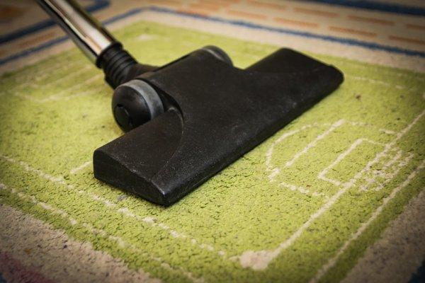 Прахосмукиране на подови настилки