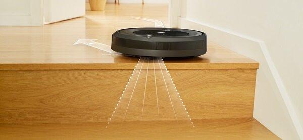 Специални сензори, разположени в долната страна на робота, разпознават навреме свободното пространство и предпазват робота от падане по стълби. Roomba спира, обръща се и продължава почистването в друга посока.