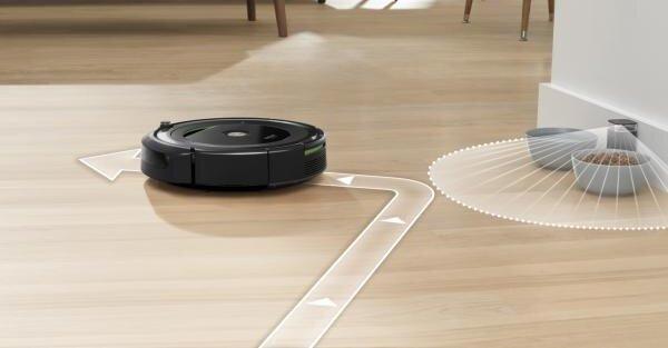 Пространството, в което Roomba почиства, може да се обособи с помощта на виртуална стена. Виртуалната стена образува невидимо препятствие, през което роботът не преминава. Използва се когато желаете да почистите само определено място или искате да забраните на Roombа да се доближава до електрически и компютърни кабели и до чупливи предмети.