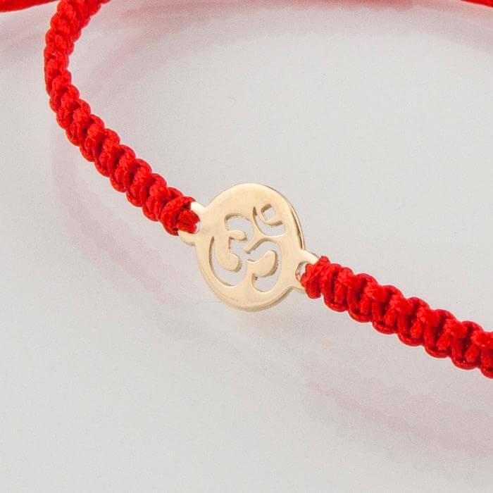 Гривна плетена с червен конец жълто злато Om