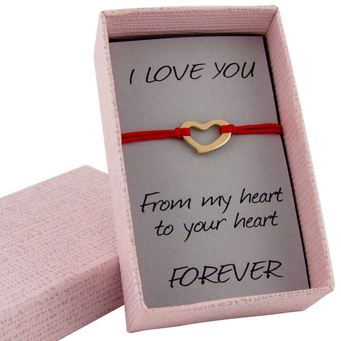 Гривна с червен конец жълто злато сърце в кутийка с послание