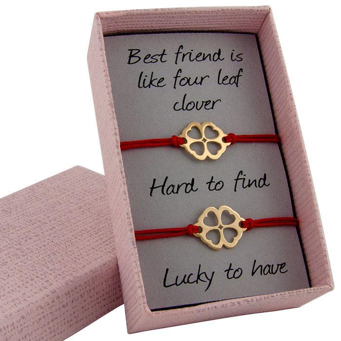Гривни с червен конец жълто злато детелинки в кутийка с послание
