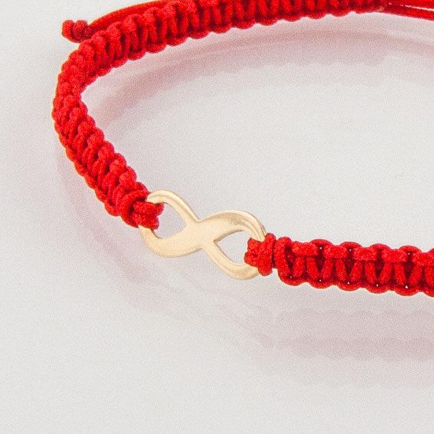 Гривна плетена с червен конец жълто злато безкрайност